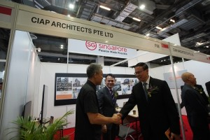 MOS Zaqy Mohamad touring the CIAP Architects Booth with Mr Theodore Chan & Mr Teo Ho Pin