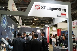 MOS Zaqy Mohamad touring the ST Engineering Booth_Photo A